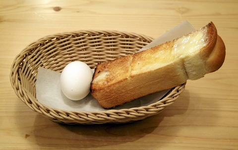 千葉県千葉市中央区富士見2丁目にある「コメダ珈琲店  千葉富士見店」たっぷりホットミルクコーヒーとトーストとゆで卵2個