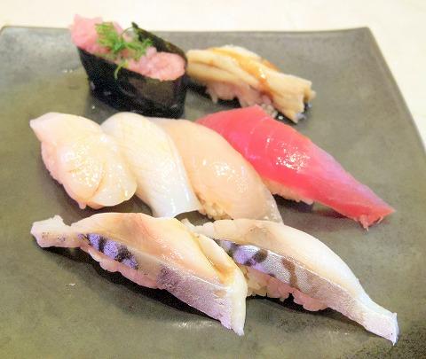 神奈川県横浜市中区本牧原にある回転寿司「廻転寿司 てつりゅう房」選べるにぎり寿司8貫