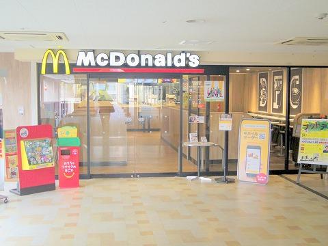 神奈川県横浜市中区本牧原にある「マクドナルド  本牧6番街店」外観