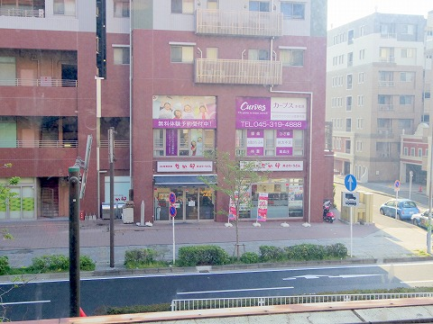 神奈川県横浜市中区本牧原にある「マクドナルド  本牧6番街店」店内からの眺め