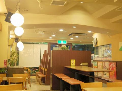 神奈川県横浜市中区本牧宮原にあるハンバーガーの「モスバーガー 本牧店」店内