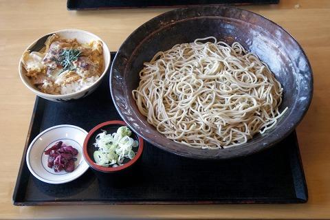 千葉県千葉市中央区旭町にあるうどん、そばのお店「ウエスト 千葉旭町店」鶏炭火焼親子丼セット