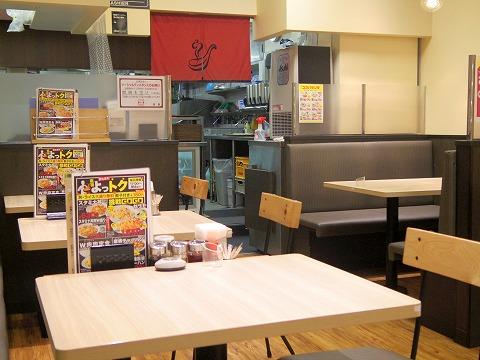 東京都台東区雷門2丁目にある中華料理店「れんげ食堂Toshu 浅草店」店内