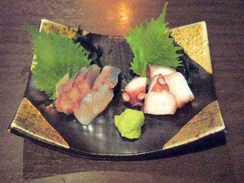 神奈川県川崎市中原区木月2丁目にある「居酒屋ハイカラ しゅのいち」タコブツ、いなだ刺身2点盛り合わせ
