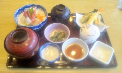 埼玉県越谷市下間久里にあるファミリーレストラン「和食レストランとんでん 越谷大袋店」刺身・天ぷら膳