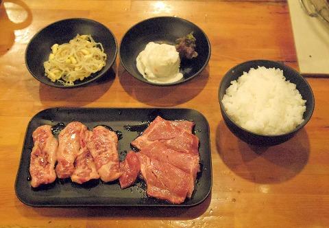 千葉県松戸市本町にある焼肉店「七輪焼肉 安安 松戸店」極みカルビセット