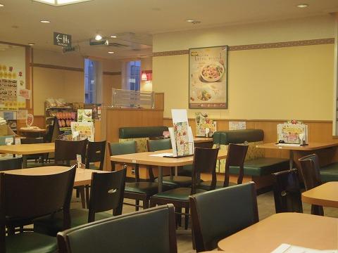 神奈川県横浜市中区本牧和田にあるファミリーレストラン「デニーズ Denny's 新本牧店」店内