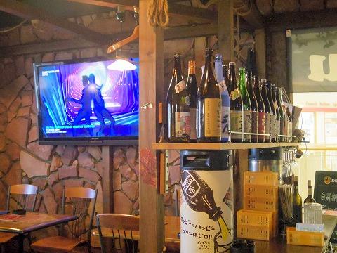 埼玉県草加市高砂2丁目にある居酒屋「ダイニングバー Katsu」店内