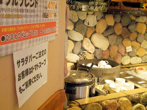 茨城県那珂市菅谷にあるステーキ、ハンバーグの「にこにこステーキ&ハンバーグ ひまわり」店内
