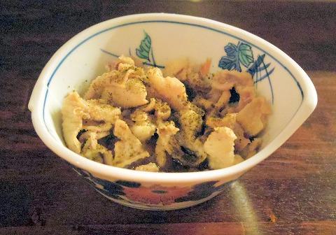 神奈川県川崎市中原区木月1丁目にある居酒屋「ちからや」ゆでたて鶏皮ポン酢 黒七味かけ
