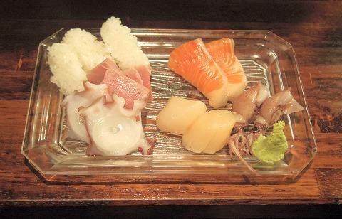 神奈川県川崎市中原区木月1丁目にある居酒屋「ちからや」ゆでたて鶏皮ポン酢 刺身盛り