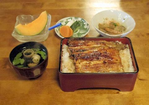 茨城県古河市中央町2丁目にある鰻料理店「川松」うな重(松)