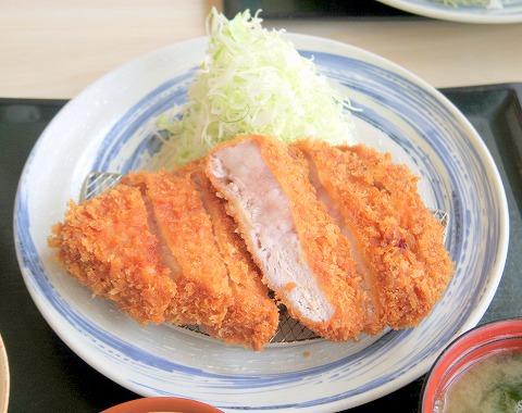 茨城県石岡市八軒台にあるとんかつ店「とんかつ 八海」厚切りロースかつ定食