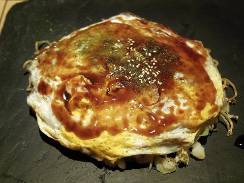 東京都新宿区歌舞伎町1丁目にあるお好み焼き店 「鉄板ベイビー新宿東口店」海鮮お好み
