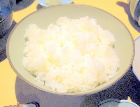 神奈川県川崎市川崎区小川町にある「天ぷら 三惚」御飯