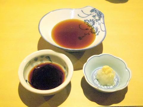 神奈川県川崎市川崎区小川町にある「天ぷら 三惚」天つゆ、刺身醤油、大根おろし