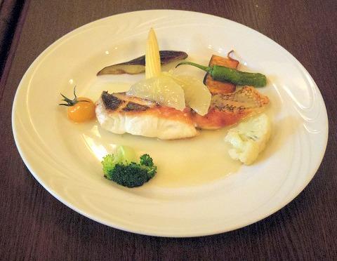 埼玉県蓮田市東4丁目にあるイタリア料理のお店「トラットリア ナトゥーラ TRATTORIA NATURA 」お任せお魚のポワレ グレープフルーツソース
