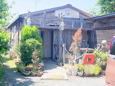 茨城県ひたちなか市東石川にある洋食店「れすとらん あかい自転車」外観