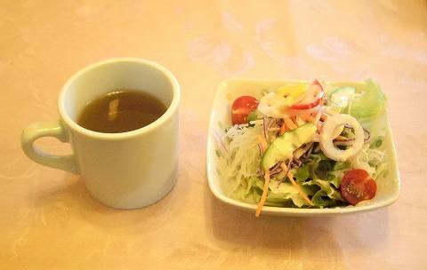 茨城県ひたちなか市東石川にある洋食店「れすとらん あかい自転車」ミックスグリルAのセット