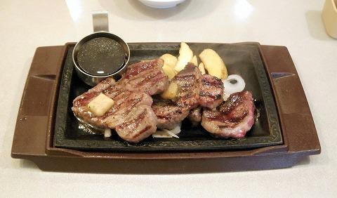 神奈川県横浜市中区本牧間門にあるファミリーレストラン「ステーキガスト 本牧店」熟成赤身ステーキ 300g