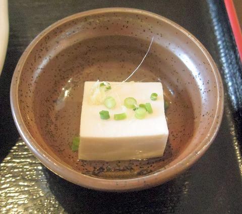 茨城県つくばみらい市小張にある食堂「食事処まるとし」ロースとんかつ定食(大)