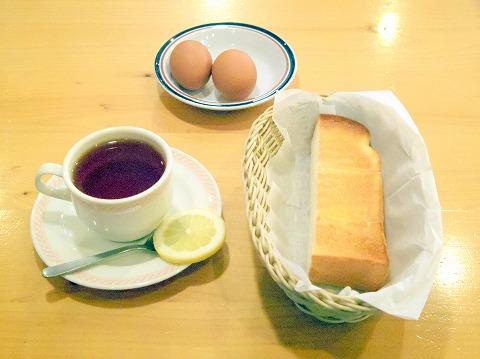 千葉県松戸市松戸にある喫茶店「コメダ珈琲店  松戸伊勢丹通店」ホットレモンティーとトーストとゆで卵