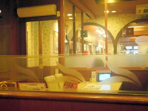神奈川県横浜市中区本牧宮原にあるファミリーレストラン「ジョナサン 横浜本牧店」店内