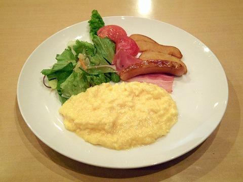 神奈川県横浜市中区本牧宮原にあるファミリーレストラン「ジョナサン 横浜本牧店」スクランブルエッグモーニング