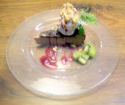 埼玉県所沢市本郷にある洋食、カフェ「珈琲と食卓 なごみ野」ブルーベリーチーズケーキとホットコーヒー