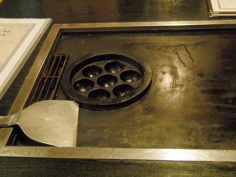神奈川県横浜市中区本牧町にあるお好み焼き、もんじゃ焼き、たこ焼きの「さ介」店内