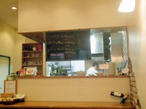 神奈川県横浜市中区本牧間門にある洋食店「SPICE DUCK スパイスダック」店内