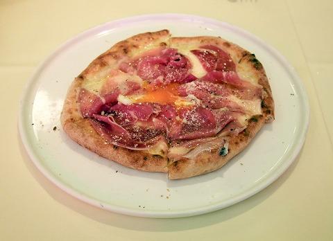 神奈川県横浜市中区太田町6丁目にあるイタリアンの「la Tenda Rossa ラ テンダロッサ」ビスマルクピザ