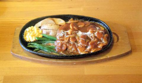 茨城県ひたちなか市相金町にある洋食店「GRILL I グリルアイ」ハンバーグ+Bセット
