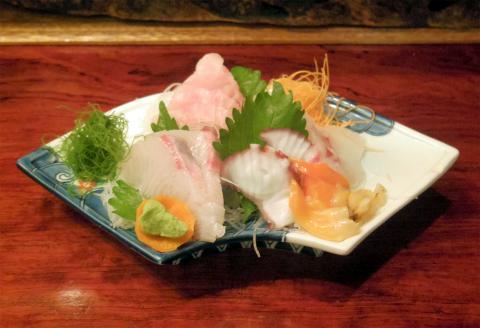 神奈川県横浜市中区麦田町4丁目にある焼鳥、魚介・海鮮料理、居酒屋の「やきとり割烹 花夏彩」刺身盛り合わせ