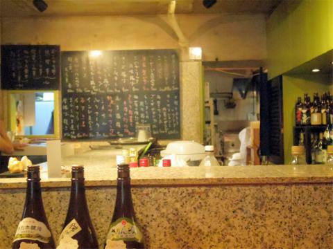 神奈川県横浜市中区本牧町2丁目にある居酒屋「ゆめや」店内