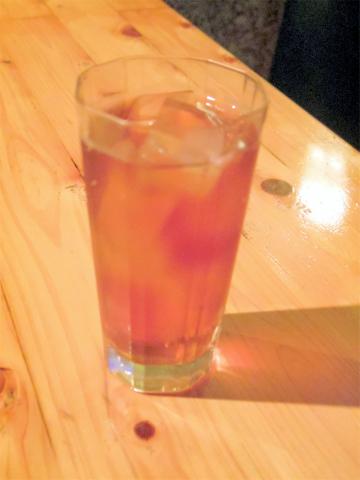 神奈川県横浜市中区本牧町2丁目にある居酒屋「ゆめや」ウーロン茶