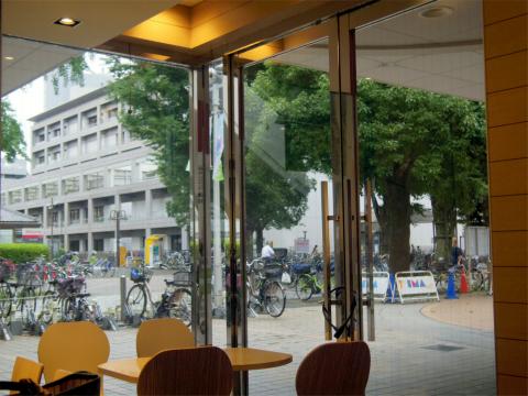 東京都練馬区光が丘5丁目にある「マクドナルド リヴィン光が丘店」店内