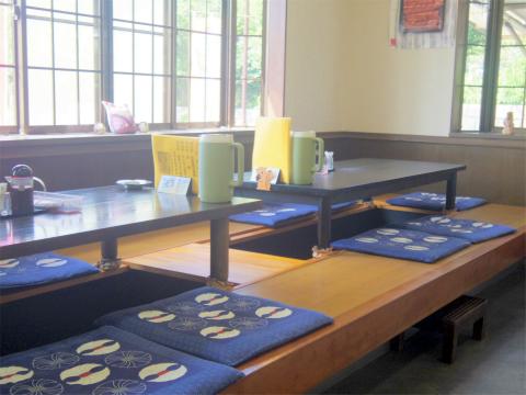 千葉県印西市岩戸にある定食・食堂の「お食事処 田丸」店内