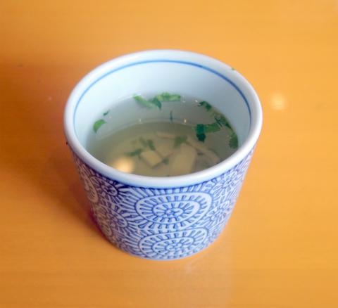 埼玉県さいたま市岩槻区南平野2丁目にある「洋麺屋五右衛門 東岩槻店」セットのスープ