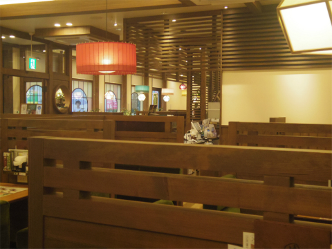 神奈川県大和市大和南1丁目にある喫茶店「コメダ和喫茶  おかげ庵  大和駅前店」店内