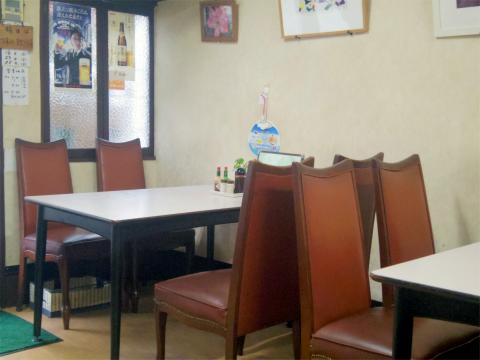 神奈川県横浜市中区上野町2丁目にある洋食店「レストラン松山」店内