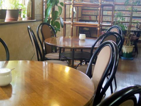 茨城県ひたちなか市中根にあるカフェ・オムライス専門店の「cafe NAVEL カフェ・ネイブル」店内