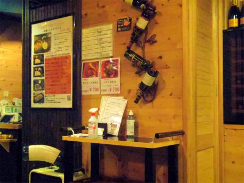 神奈川県横浜市中区太田町2丁目にある鉄板焼き、ステーキの「鉄板ダイニング 哲」店内