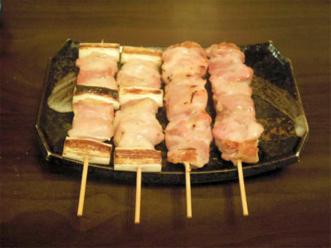 神奈川県横浜市中区本牧町2丁目にある焼鳥店「鳥政」とり肉とねぎ肉