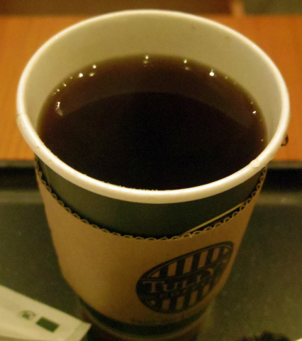 千葉県千葉市美浜区ひび野1丁目にあるカフェ「タリーズコーヒー TULLY'S COFFEE 海浜幕張店」ホットサンドハム&スクランブルエッグセット(ドリンクはホットティー)