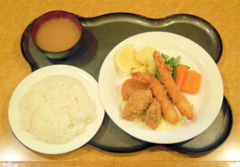神奈川県横浜市中区大和町2丁目にある洋食店「びすとろやまて21」トリオプラッターC