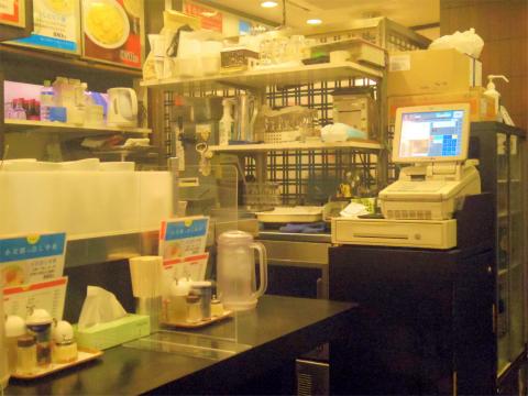 東京都新宿区大久保1丁目あるラーメン店「ラーメン餃子館 小次郎 新宿店」店内