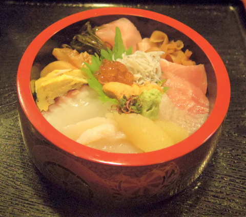 埼玉県越谷市袋山にある寿司店「よし寿司」特上ランチちらしと小鉢とお椀