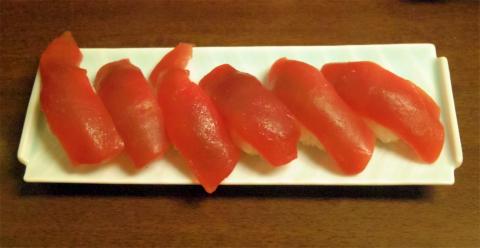 神奈川県横浜市中区本郷町1丁目にある寿司店「いなせ寿司 本牧店」まぐろにぎり6貫