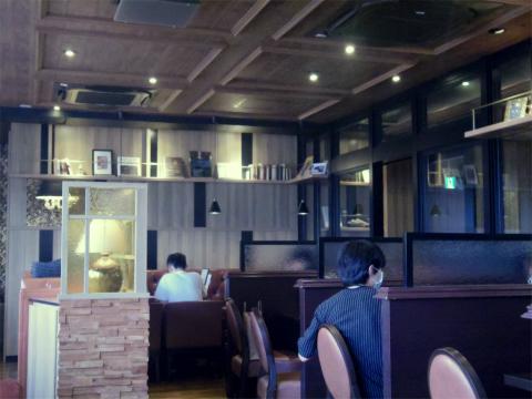 東京都台東区上野2丁目にある喫茶店「星乃珈琲店 上野店」店内